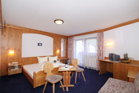 Hotel Pension St. Leonhard - room