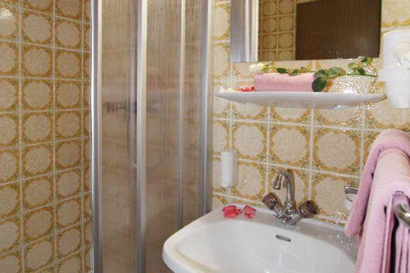 Hotel Pension St. Leonhard - bathroom