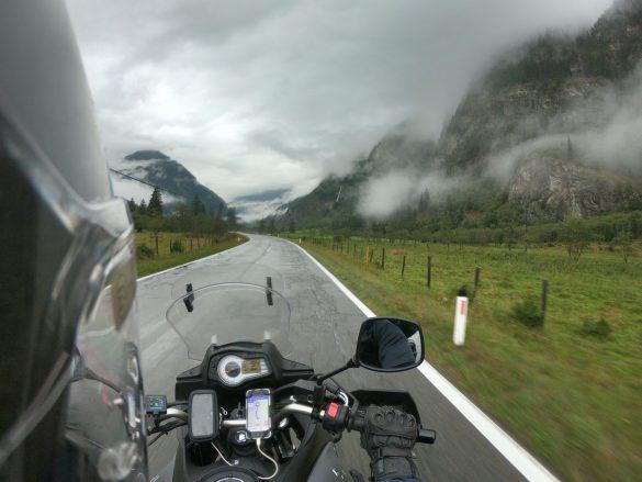 Alpy trip (2700 km, 6 dní, 5 krajín, 17 horských priechodov, 343 € na osobu)