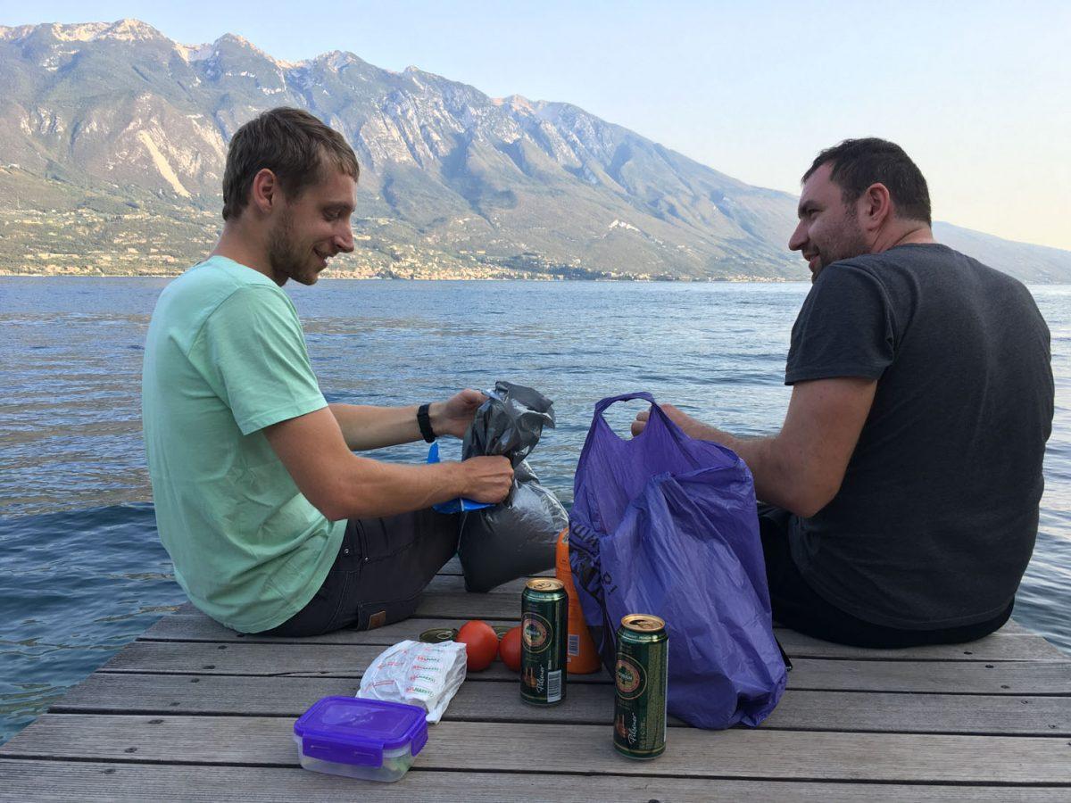večera pri jezere Lago di Garda, Taliansko