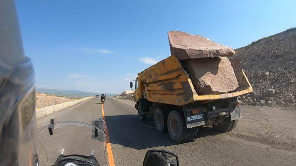 preprava kameňa v Arménsku