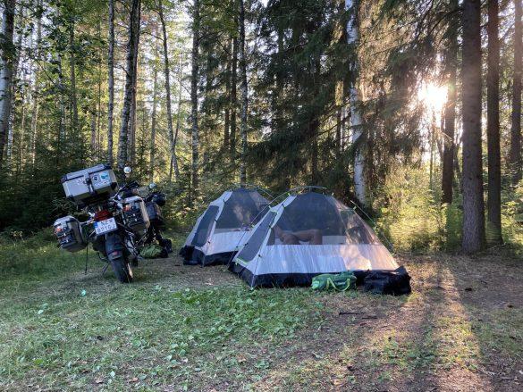 kemp na voľno v blízkosti dedinky Virtala, Fínsko